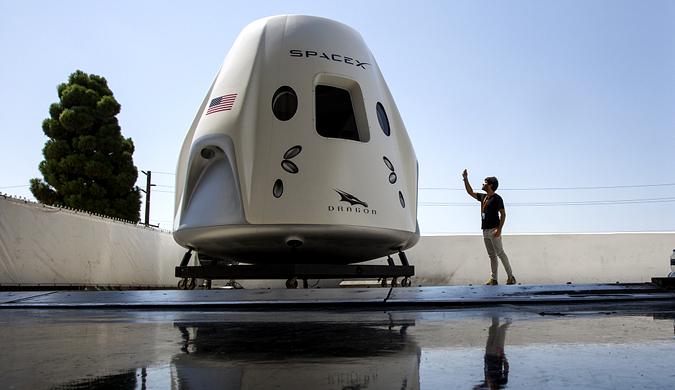 SpaceX总部举办媒体开放日 龙飞船模拟器内部曝光