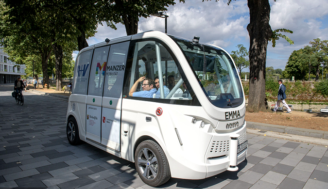 法国自动驾驶巴士启动路测 可自行启动和停车