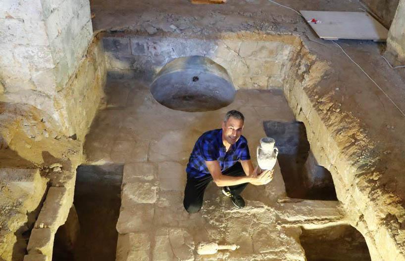 以色列古城工地现19世纪文物 制造厂大型密室超壮观