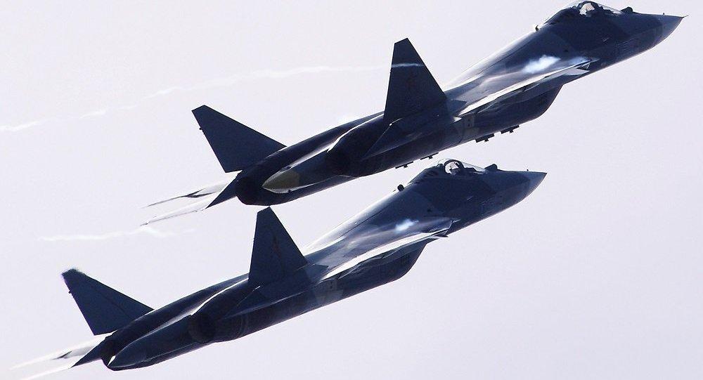 苏57试飞员:该机内外均可挂武器 能当轰炸机用