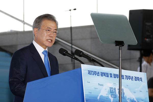 """韩国纪念""""光复节""""73周年 总统文在寅发表讲话"""
