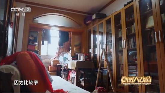 《秘密大改造》为71岁志愿者讲解员打造书香之家