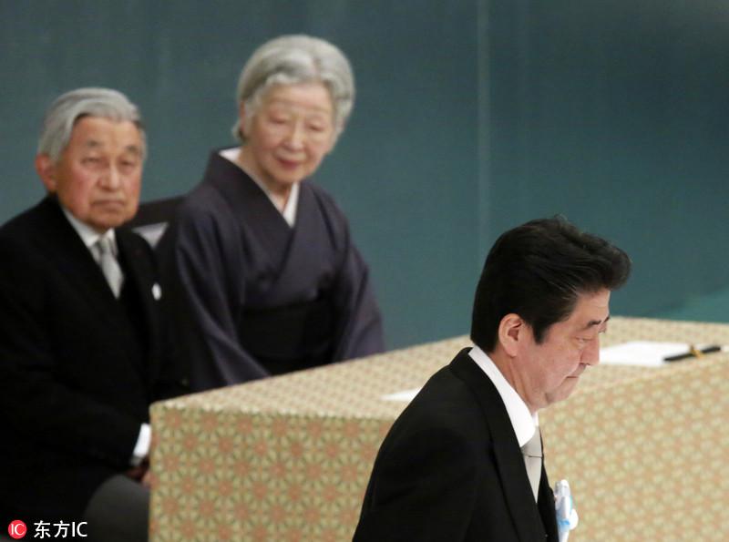 日本纪念二战结束73周年 天皇夫妇与安倍出席追悼仪式
