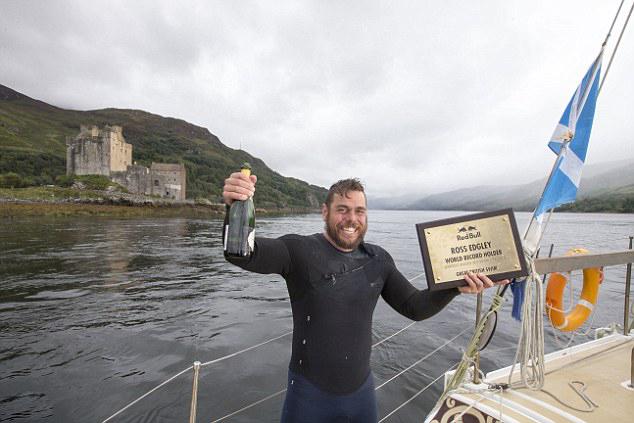 英冒险家海中游泳74天打破长距离游泳世界纪录