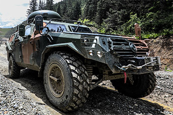 中国猛士军车在高原演练展示优异性能