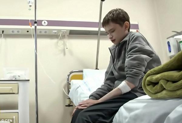 波兰25岁男子被困12岁的身体 患遗传性基因紊乱