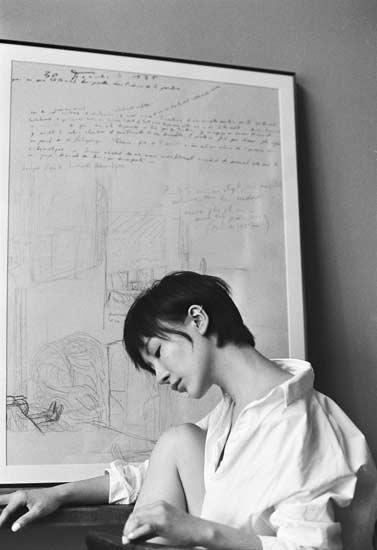 杨舒婷黑白大片曝光   从容优雅尽显高贵文艺