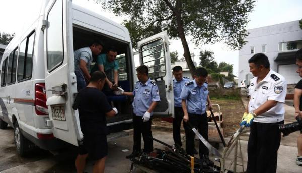 北京警方收缴枪支刀具集中入库,收缴非法枪支1048支