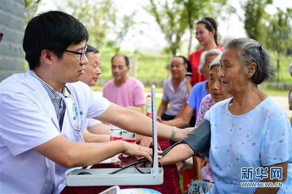 安徽肥西:志愿服务 情暖社区