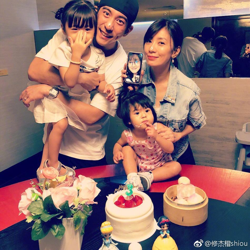 贾静雯结婚三年生两女 传11月补办婚礼高圆圆出席