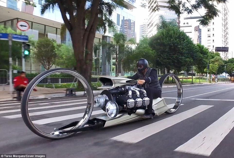 """前赛车手打造可在路上""""漂浮""""的超时尚摩托"""