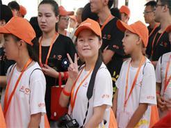 """""""幸福列车""""出发,33个留守孩子开启北京之旅"""