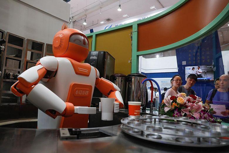 外媒:业内人士称中国在AI与机器人方面仍落后美国