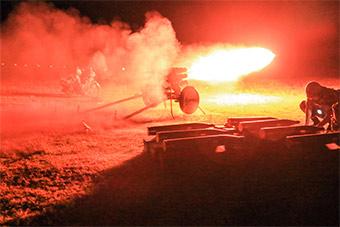 超震撼实弹发射瞬间 火箭炮榴弹炮等你接招