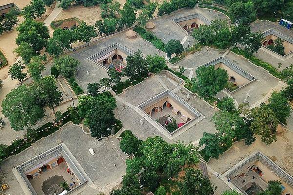 航拍河南三门峡市陕州地下四合院