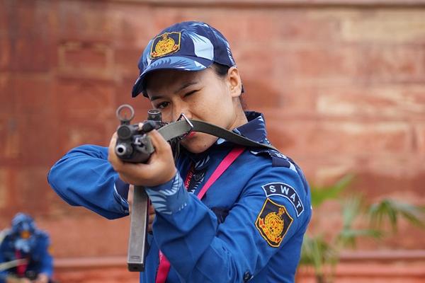 印度首支女子特警队执行反恐任务 独立日守护德里红堡安全