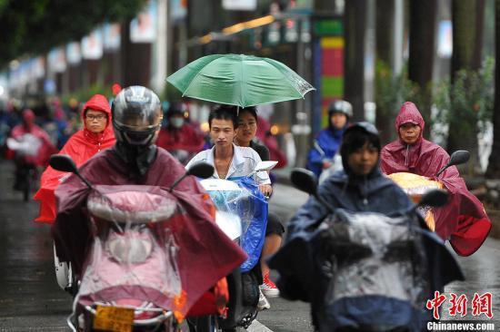"""台风""""温比亚""""直扑沪浙 华东沿海遭风雨浪潮夹击"""