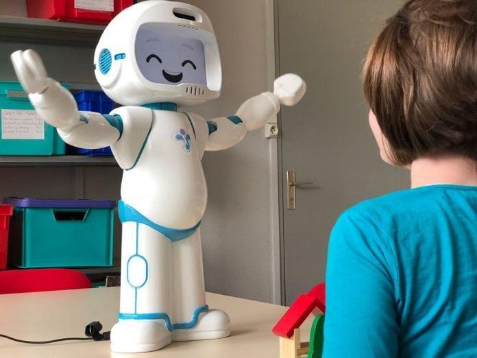 机器人专为自闭症孩子研发 助其提高社交能力