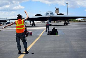 美3架B2轰炸机抵夏威夷 台风后部署将更靠近中国