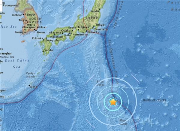 据@中国地震台网 8月17日消息,中国地震台网正式测定:08月17日02时22分在日本火山列岛地区(北纬23.45度,东经143.27度)发生6.5级地震,震源深度12千米。  据中国地震台网报道,今天凌晨2点21分-2点22分之间,日本火山列岛地区附近连续发生6.0级、6.3级、6.5级三次地震,震源深度在10-12千米左右。   而据美国地质勘探局地震信息网消息,日本硫黄岛东南252公里处北京时间17日2点22分发生6.