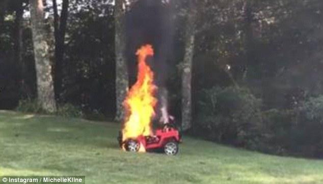 惊险!美妇女发现异样在玩具车自燃前抱出两孩子