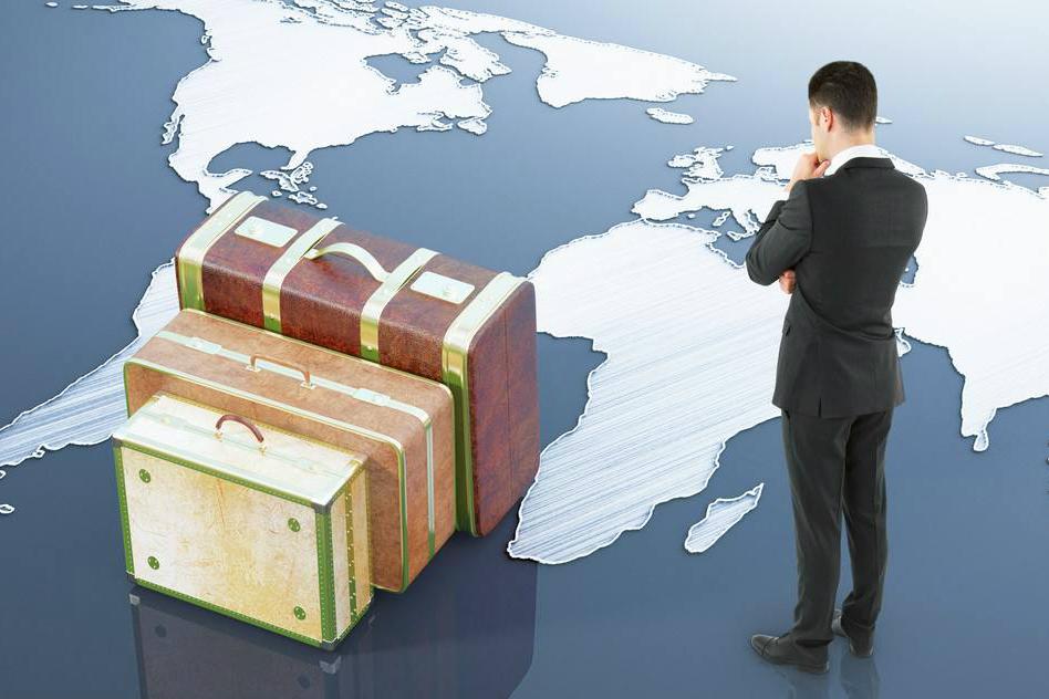 日本机场苦于外国游客弃置行李箱 推回收服务