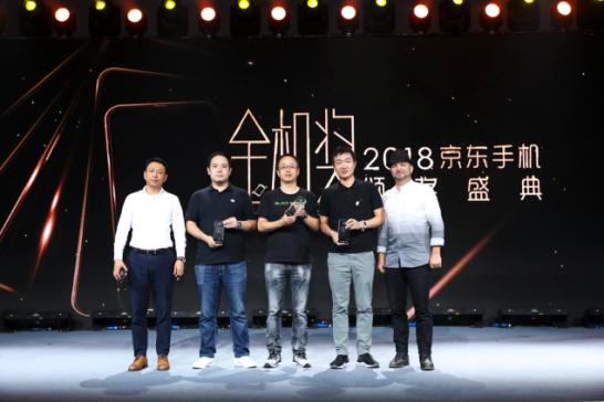 不负游戏手机之名,黑鲨斩获2018京东手机金机奖多项大奖
