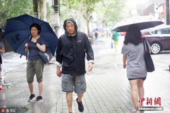 """""""温比亚""""登陆浦东沿海 上海今夏遭三台风""""直击"""""""