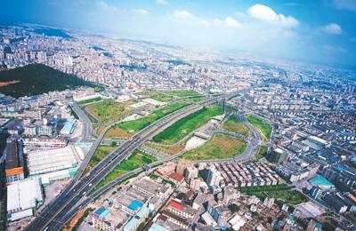 中国高速公路通车里程全球第一 路网密度突飞猛进