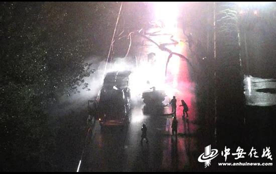 危急!载32吨易爆品货车高速起火 无人机出动指挥救援