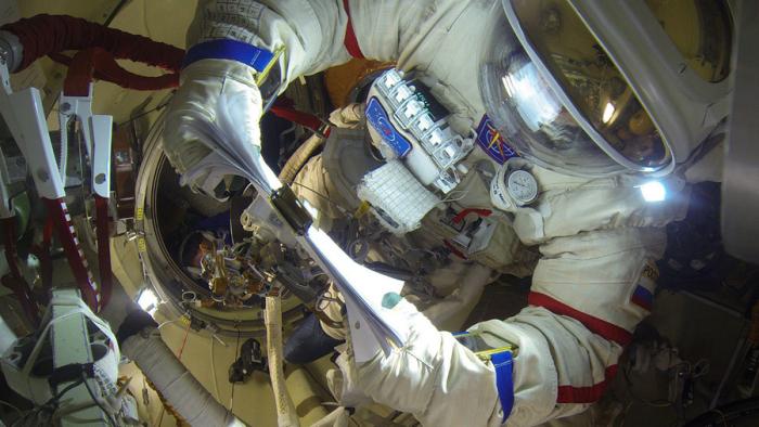 宇航员在8小时太空行走中不小心损坏Gopro全景相机