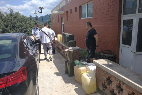 北京怀柔警方查获一非法储存汽油窝点