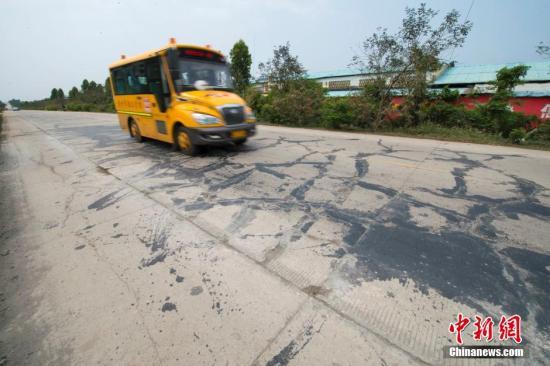 3岁泰国女童被忘校车内热死 司机被捕