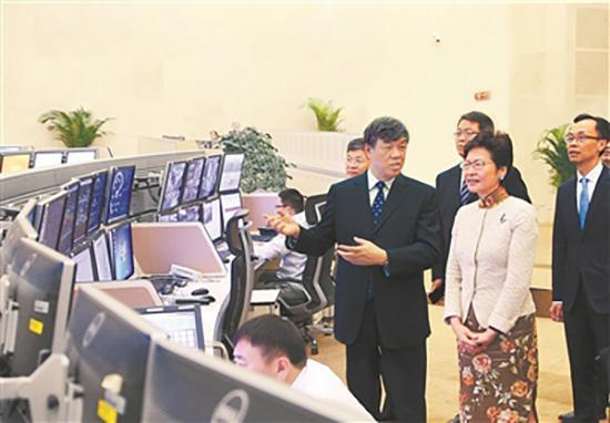 广深港高铁香港段即将开通 林郑月娥参观调度中心