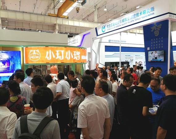 携手中国航天 小玎小珰智能饮品机器人亮相WRC2018