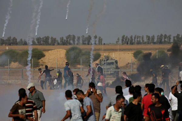 巴勒斯坦示威者与以色列军队发生冲突 以军投掷催泪弹