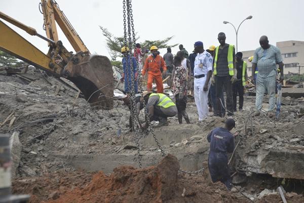 尼日利亚一在建建筑发生坍塌 多人被困