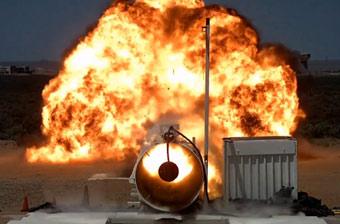 美军测试新型核弹头引信 在沙漠中引发巨大爆炸