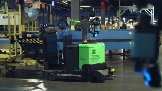 别担心机器人抢饭碗 它们还能帮助工人升职加薪