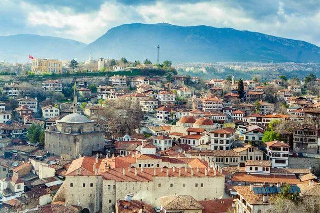 土耳其里拉崩盘后:房产投资者涌入 1套便宜6万美元