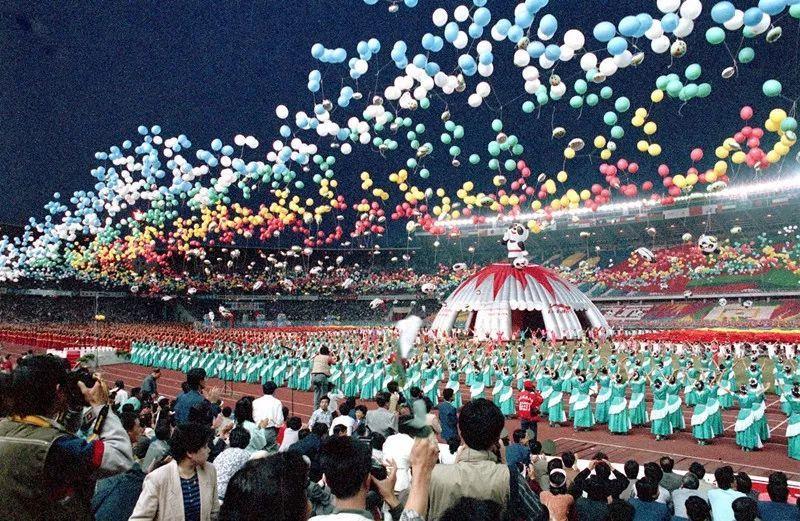 第11届北京亚运会_1990年    亚运圣火第一次在中华大地燃起   那是第11届北京亚运会
