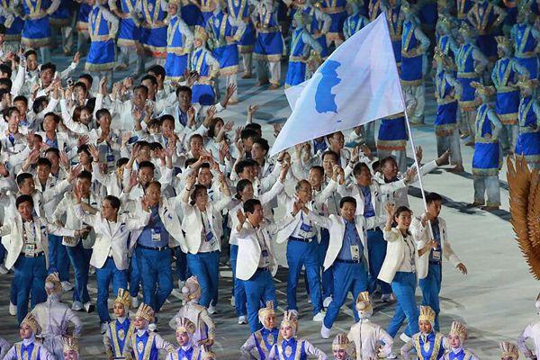 2018雅加达亚运会开幕式:韩朝代表团举统一旗一同入场