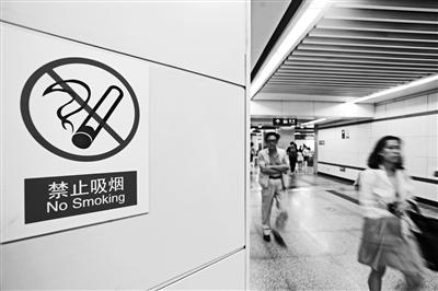 """""""控烟令""""下禁吸电子烟吗 记者调查:地铁和商场均对电子烟说不"""
