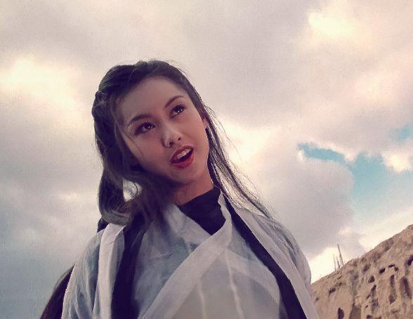 紫霞仙子朱茵近照,身材火辣三围很抢眼,比甘露露身材还好!