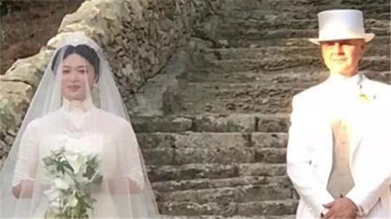 金星汉斯大婚一袭白色婚纱