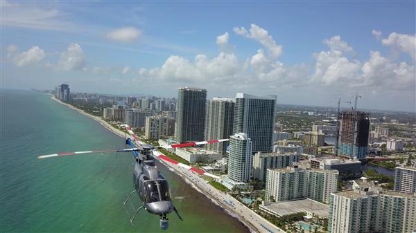 美国航拍无人机险撞直升机