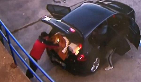 澳笨贼洗劫药店废旧品塞满轿车 途中没油被捕