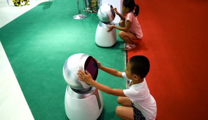 中国医疗机器人首次亮相世界机器人大会 并引发关注