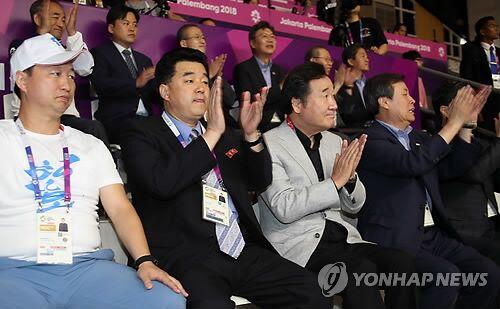 韩朝高官同台观看亚运韩朝女篮联队比赛(图)