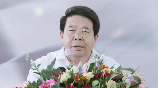 """内蒙古留置第一案:行贿人都穿着""""踩小人""""红鞋垫"""